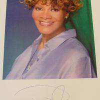 Dionne Warwick aláírt fotója
