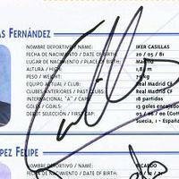 A spanyol Európa-bajnok focisták autogramjai