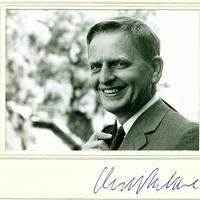 Olof Palme (1927-1986) volt svéd miniszterelnök dedikált fotója
