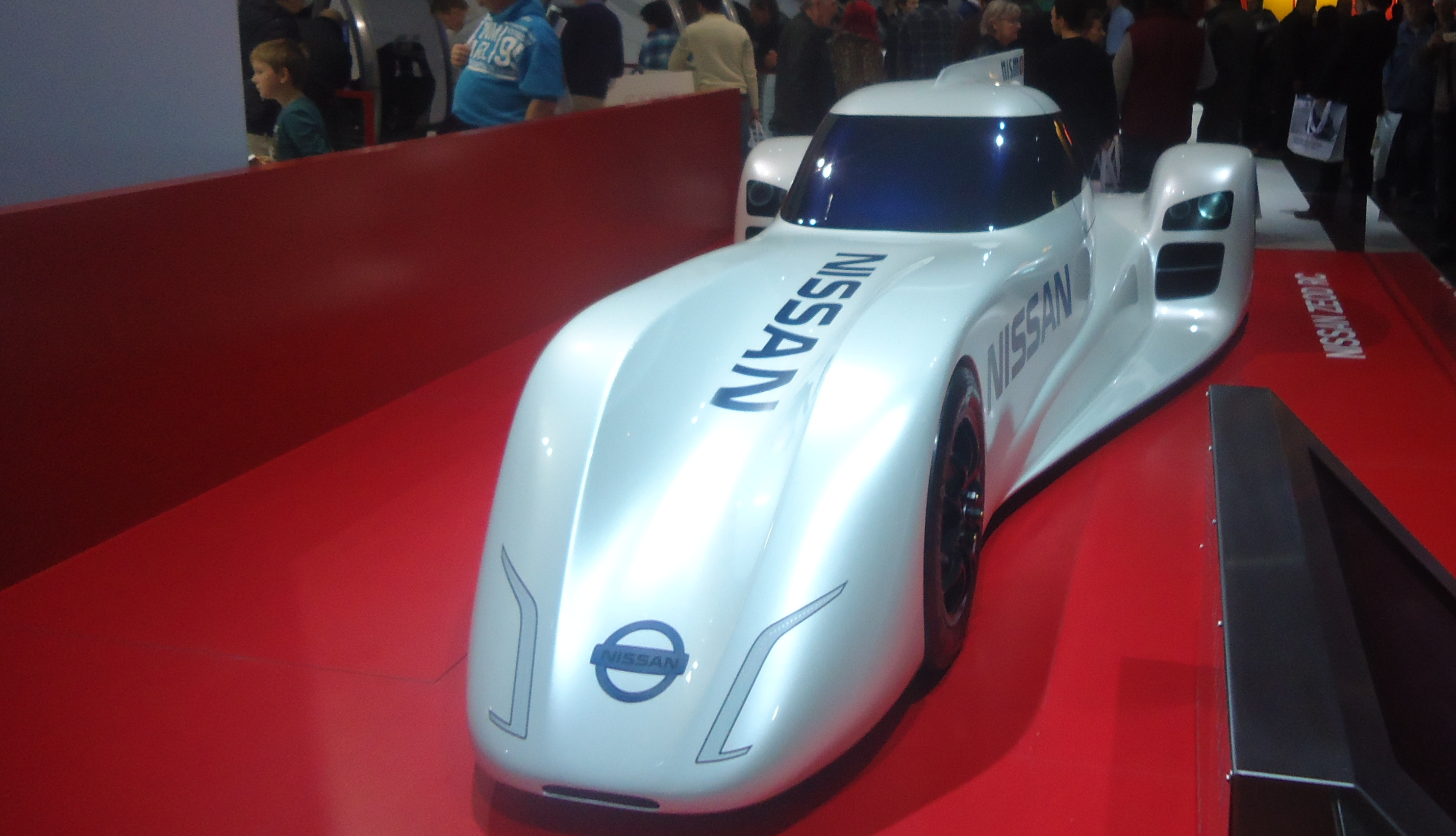 Nissan csőrikéje, azóta se láttam a kereskedés előtt