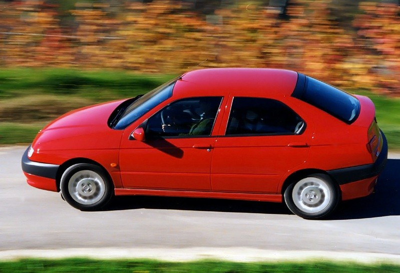 alfa_romeo_146_1995_photos_1.jpg