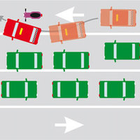 Záróvonalon át vágott be a robogó elé a taxis