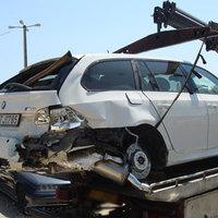 Megkíméltként árulják a rommá tört BMW-t
