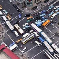 Kereszteződésbe ragadt autók
