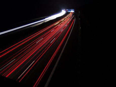 Motorway_at_night_by_Arcanus_GSPB.jpg