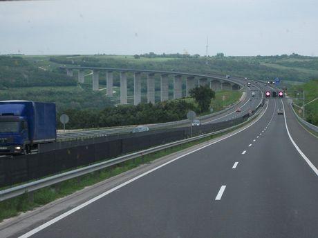 valley_bridge_by_LilDash.jpg