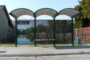 Színes fóliás buszvárók Gyálon