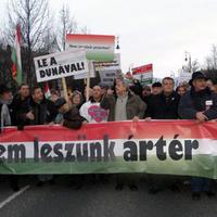 A Békemenet tiltakozik az árvíz ellen