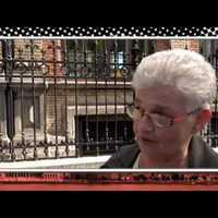 Megrázó videó: Interjú közben kért segítséget a nyugdíjas