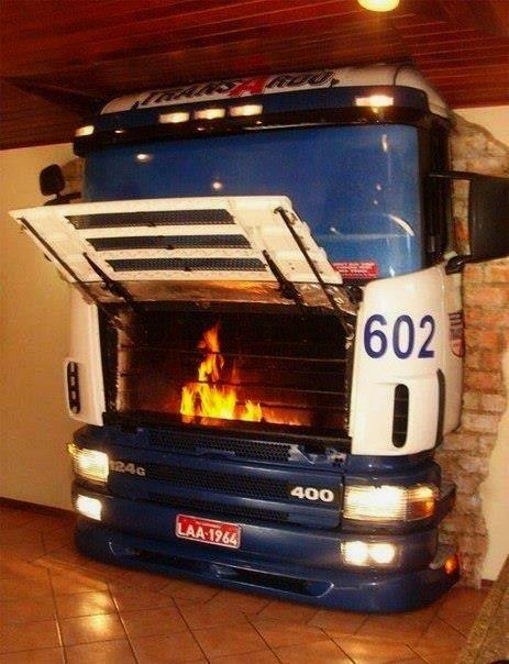 Szép, jó a fából készült kandalló, de a kamion orrában sistergő lángok sokkal menőbbek