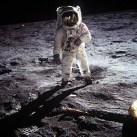 Szülőnek lenni - Az első nő a Holdon