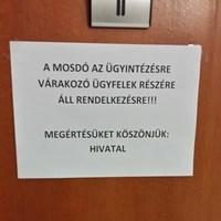Mi az oka, hogy egy közintézmény WC-jébe nem mehet be bárki?