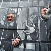 Börtönné változott a józsefvárosi önkormányzat épülete - beszámoló