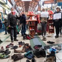 Ember van a szakadt cipőben is - szolidaritási akció