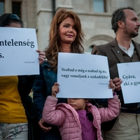 Eighty contemporary writers protest against the persecution of homeless people in Budapest