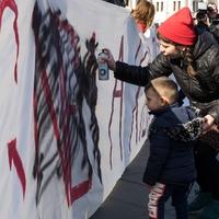A Fidesz pirossal bekarikázta április 30-át - Tóth Fanni beszéde