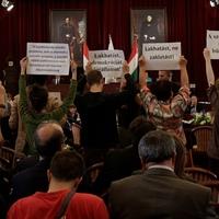 Elszalasztott lehetőség az emberségre - Ismét a Fővárosi Közgyűlésben tiltakozott  az AVM
