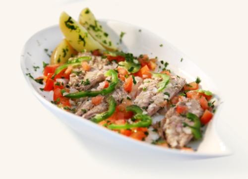 Sgombro-marinato-con-dadolata-di-pomodoro-e-peperone.jpg
