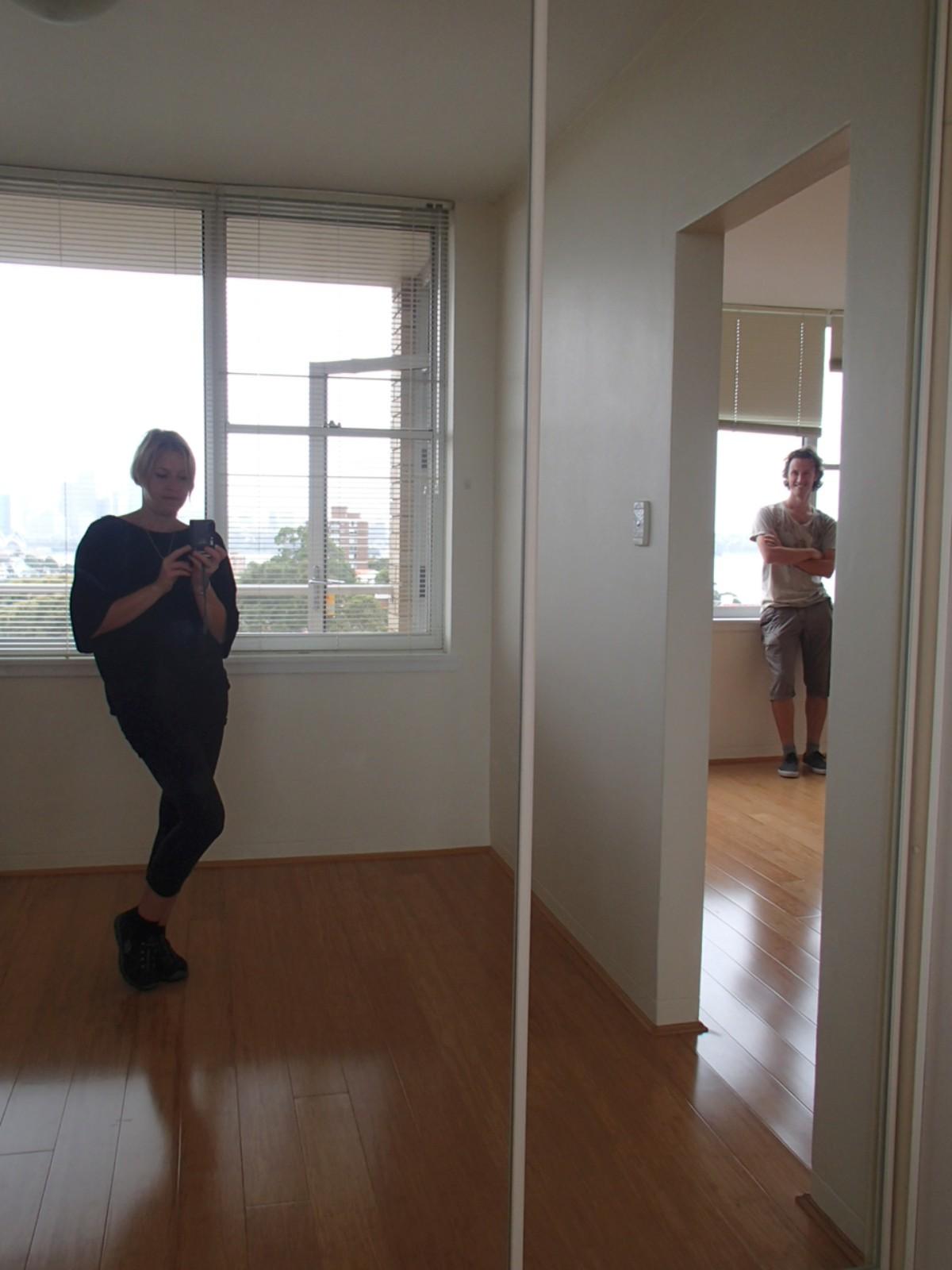 A hálószoba és a tükrös gardrób