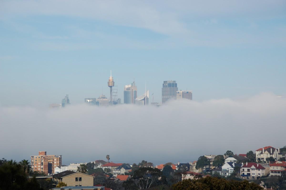Sydney egy ködös reggelen. Nem photoshop... :)