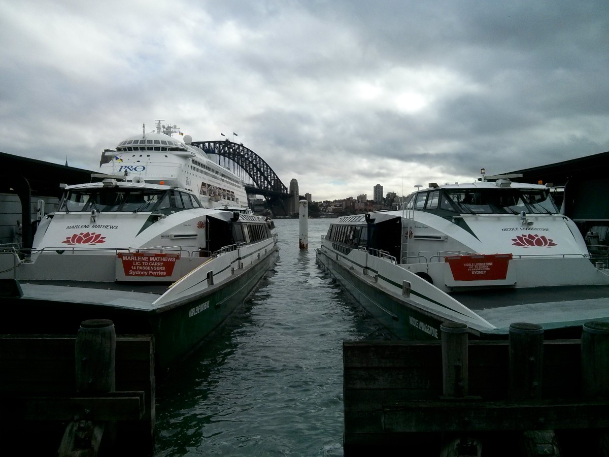 Ezek itt a SKV (Sydney Közlekedési Vállalat :)) hajói
