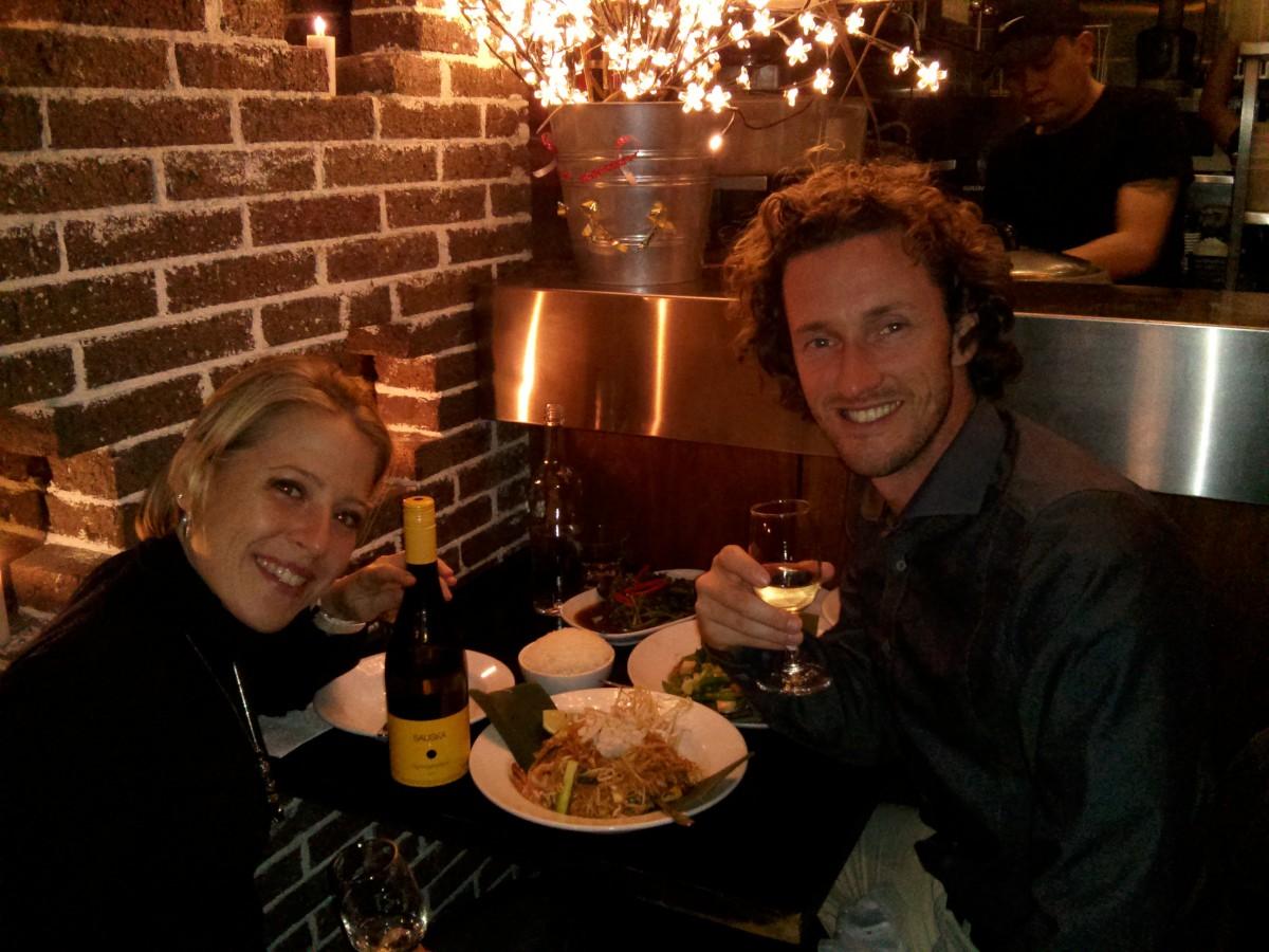 Ünneplés egy thai étteremben, magyar borral (Sauska Gyönygyözőbor)