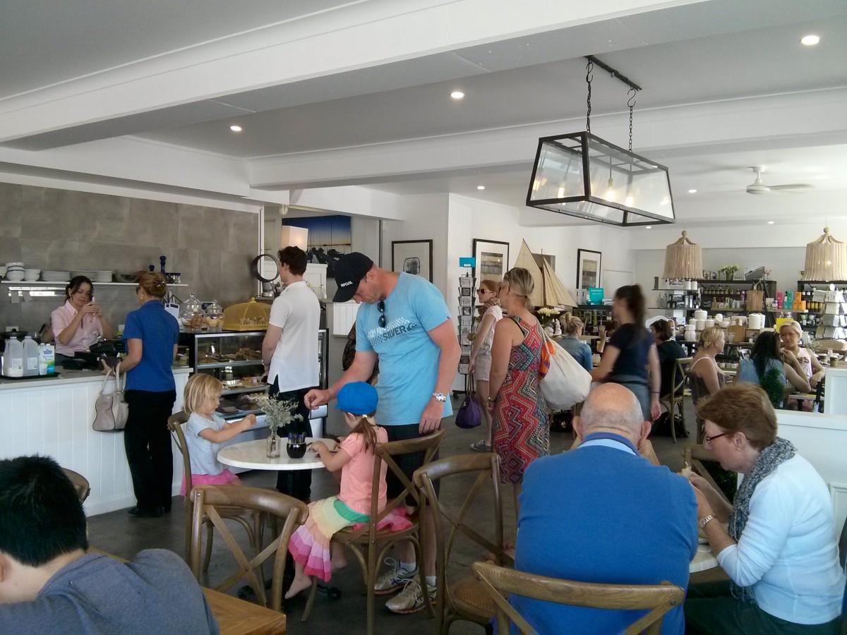 Egy hangulatos kávézó-étterem-lakáskiegészítő bolt, egyben