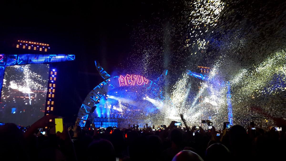 AC DC koncert a zenekar szülővárosában, Sydney-ben