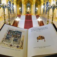 A parlamenti kétharmad játékszerként tekint az Alaptörvényre