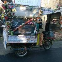 """""""Szelektív Laci"""" élete bohókás triciklije és az újrahasznosítás"""