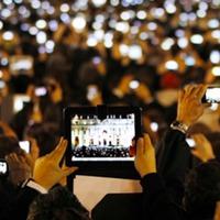 Öt milliárdan a mobilok bűvöletében