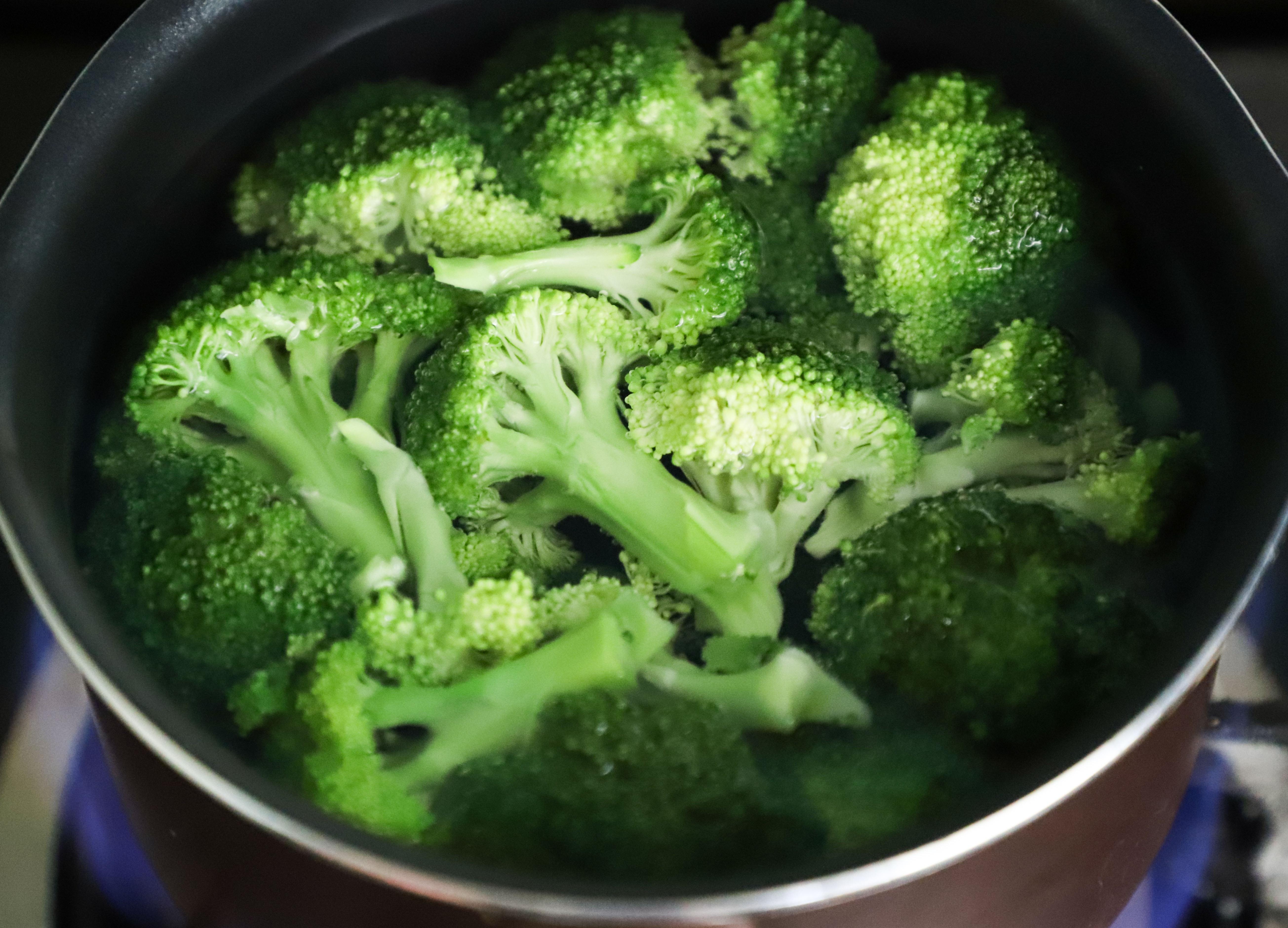 bowl-broccoli-cooking-1359326.jpg