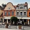 A sok színes homlokzat maga a történelem ebben a kisvárosban
