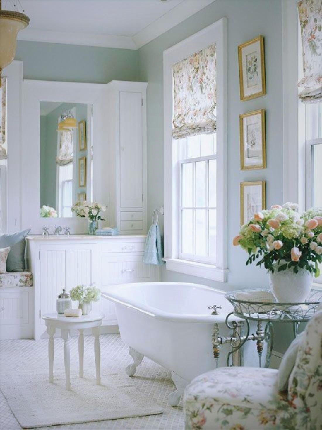 Elbűvölnek a világos fürdőszobák klasszikusban