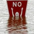 Lehet, hogy a tiltótábla nem tud úszni ....