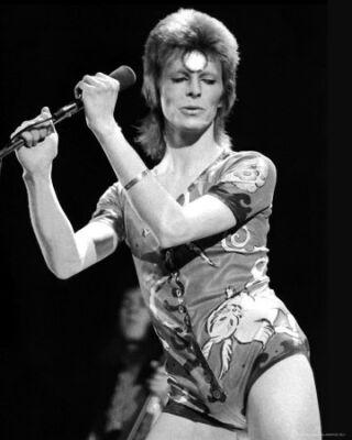 Zenészek öltözködése - David Bowie