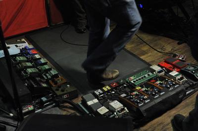 B-oldal álomzenekar: a basszusgitáros