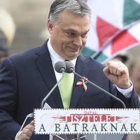 Orbán és kormánya csak az árnyékban szeret matatni