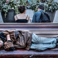Megrettentek attól, mit fog szólni a világ, máris enyhítette a Fidesz Semjén hajléktalanvegzálási javaslatát