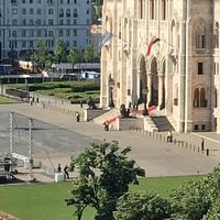 A Helytartótanács reszketni méltóztatik: teljesen le van zárva a Parlament környéke