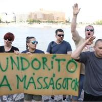 Az abszurd őrületig fokozza a kormánypropaganda a homofób uszítást