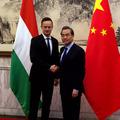 Kína megköszönte Szijjártónak, hogy kiállt mellette Amerikával szemben