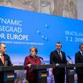 Orbán mindaddig hiába próbál törleszkedni Merkelhez, amíg nem változtat a politikáján