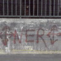 Nyilaskeresztes NER-felirat került a Kúria és a Külügy épülete közé