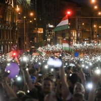 Kormányváltóból ellenzékváltóvá alakult a többtízezres tüntetés  Ferenciek terén