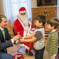 A Mikulás helyett fideszes képviselők osztották az ajándékot a józsefvárosi gyerekeknek
