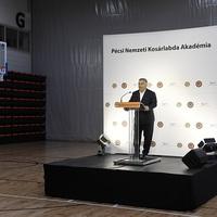 Orbán megint nem mert emberek közé menni