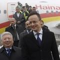 Az egész világ pánikban a koronavírus miatt, Szijjártó közvetlen repülőjáratot avat Budapest és egy kínai nagyváros között