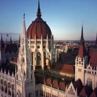 Megduplázza a Fidesz a parlamenti fizetéseket, de csak azokat