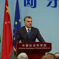 Ezért dörgölőzik Orbán Kínához